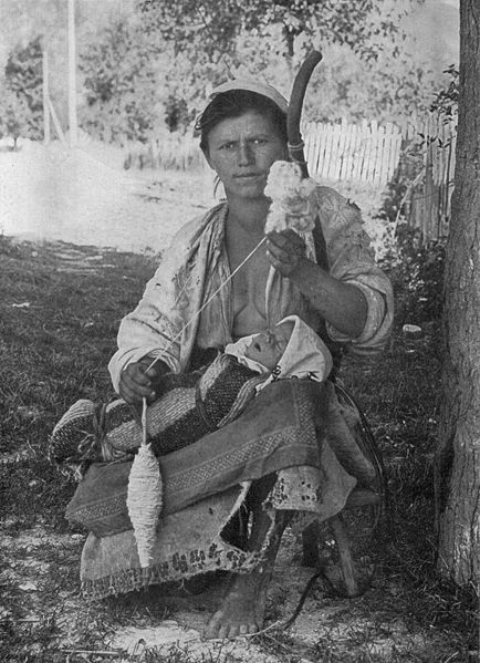 hungarian_gypsy_mother_and_child_ngm-v31-p563